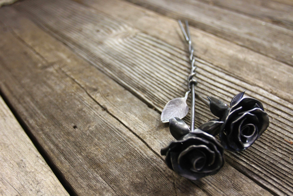 Intertwined metal roses
