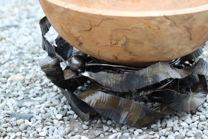 Metal kelp nest for bowl